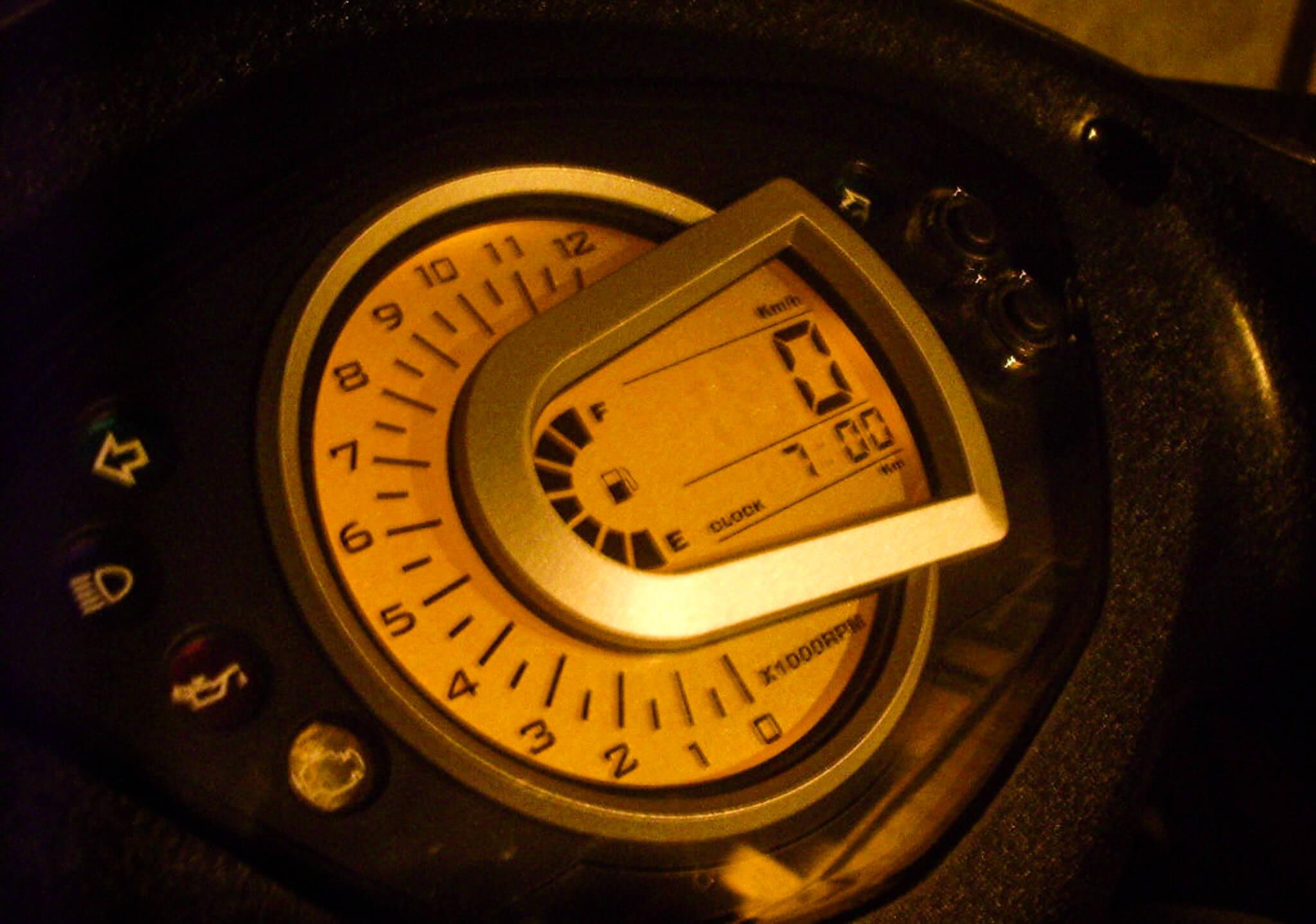 夜晚版 SYM GT125 儀表板