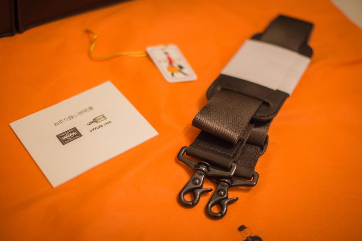 配件分別有背帶、日文說明書、PORTER 標籤