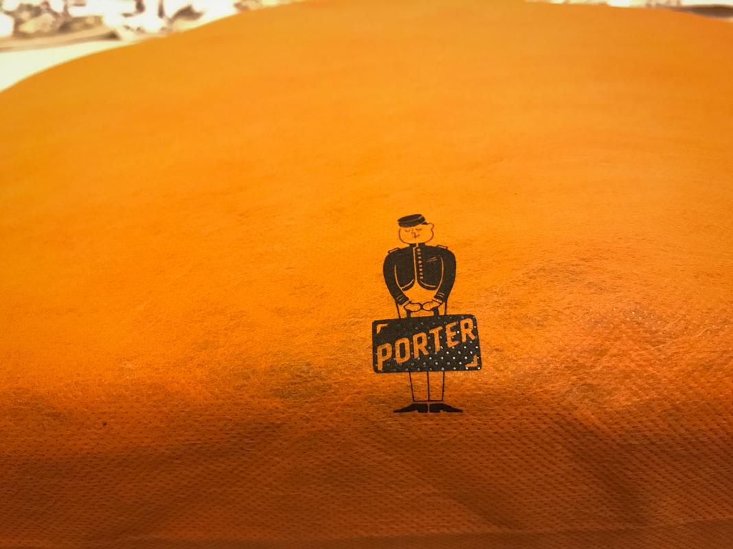 防塵袋上也有印著 PORTER 小人喔