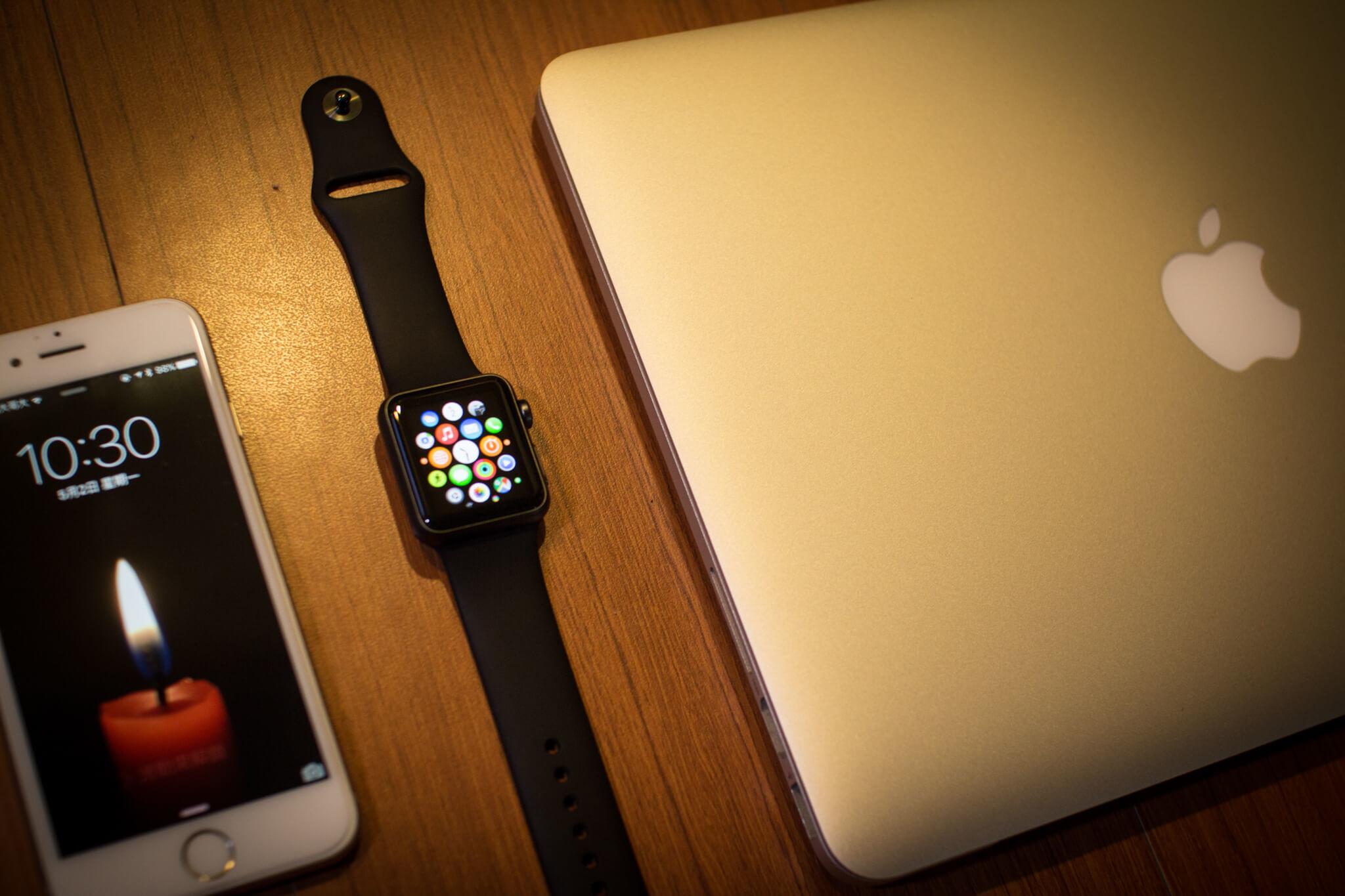 如此一來,繼 MacBook、iPad、iPhone 4s 後,又納入了 Apple Watch,我身旁都是蘋果了