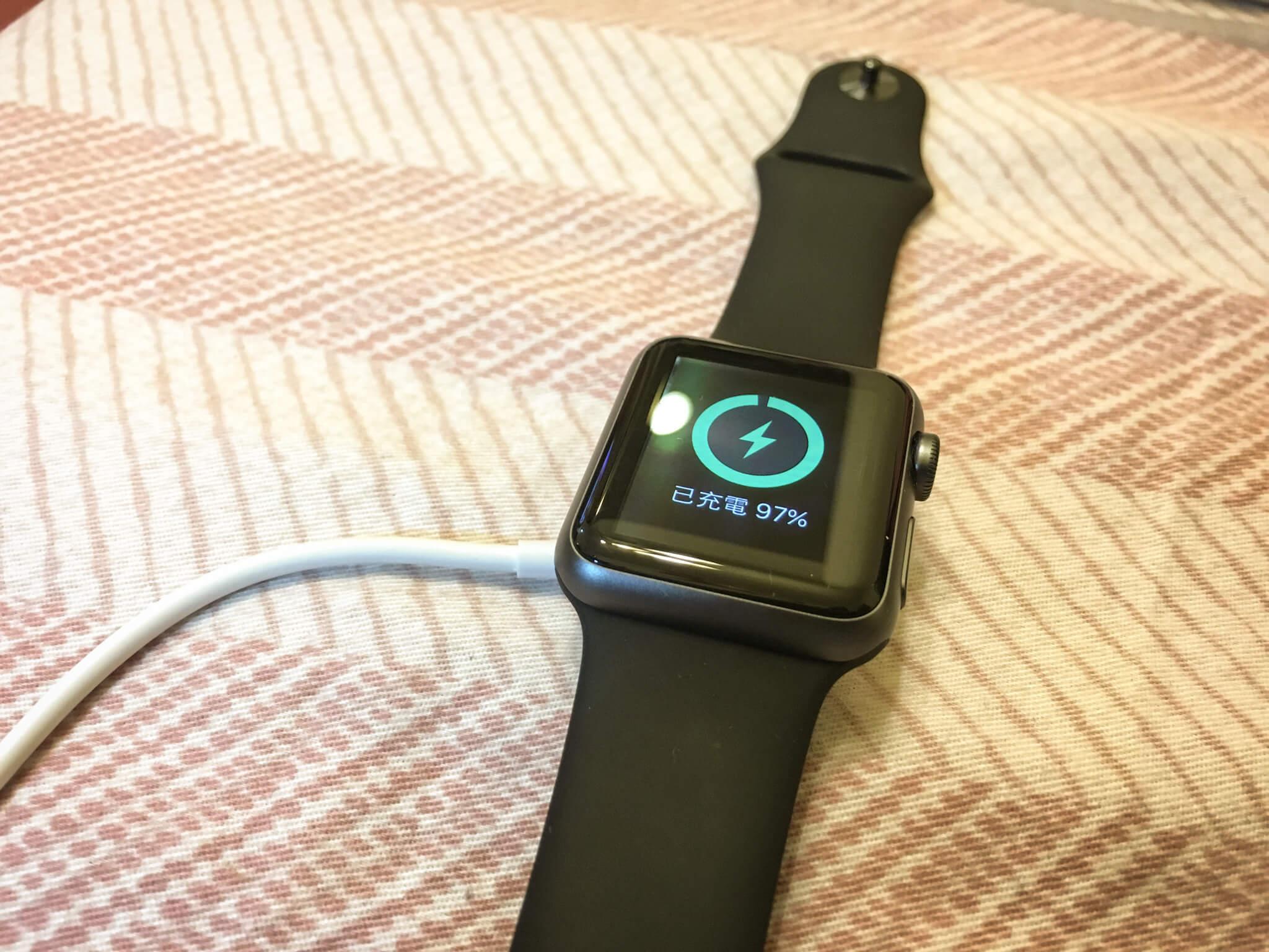 充電中的 Apple Watch