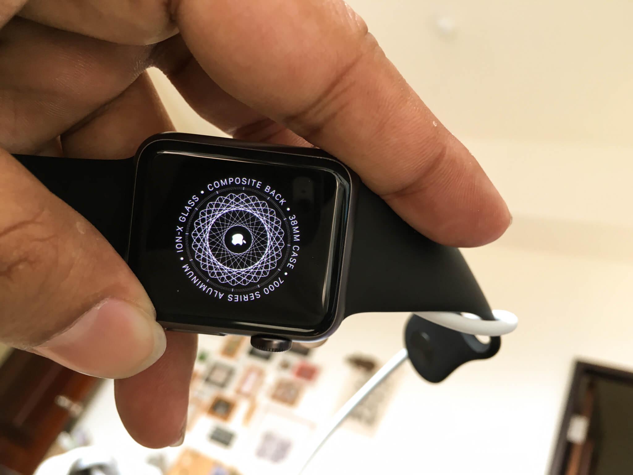 開啟中的 Apple Watch 預設的特殊圖騰